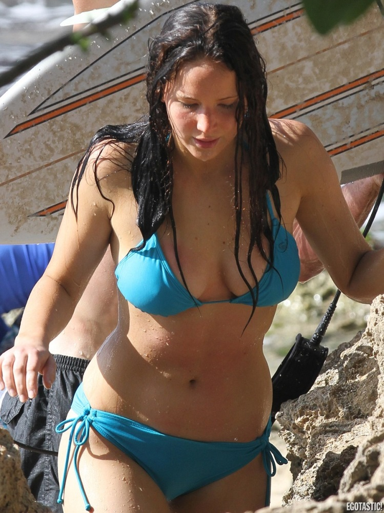 jennifer-lawrence-surfs-in-a-blue-bikini-in-hawaii-02-900x1200