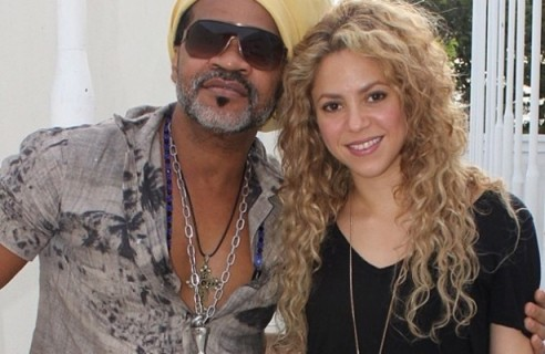 shakira_carlinhosbrown-492x320