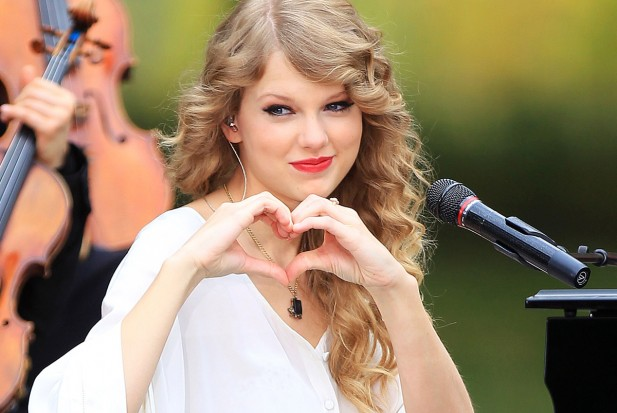 Taylor-Swift-heart-1313079455