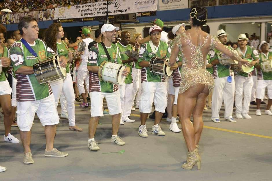 150208-gracyanne-barbosa-x-9-paulistana-adesivo9