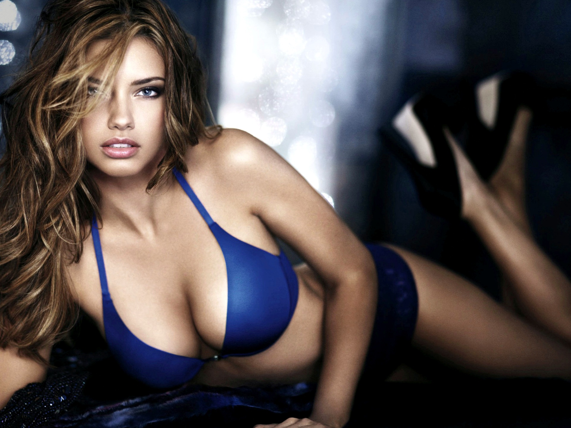 Adriana-Lima-Hot-And-Sexy-Images-1