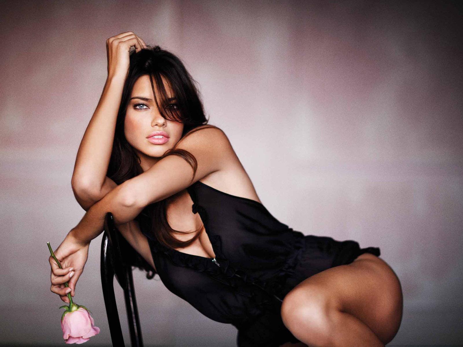 adriana-lima-sexy-pose