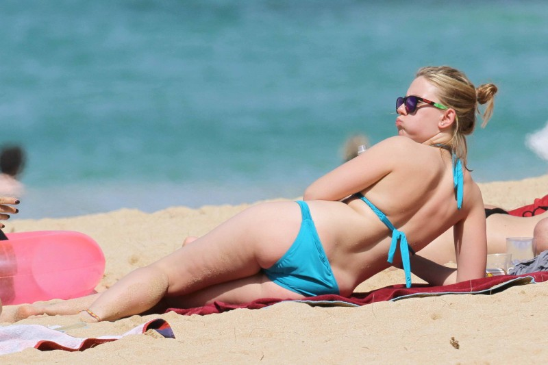 Bikini clad Scarlett Johansson and boyfriend Nate Naylor heat up the beaches of Hawaii with a bit of PDA