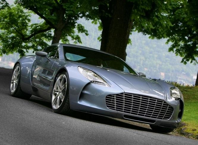 O Aston Martin One-77 de Samuel Eto'o é com certeza um dos carros que mais chamam a atenção nesta lista. O modelo tem incríveis 750 cavalos de potência e chega aos 354 km/h.