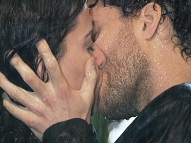 Resultado de imagem para beijos apaixonados