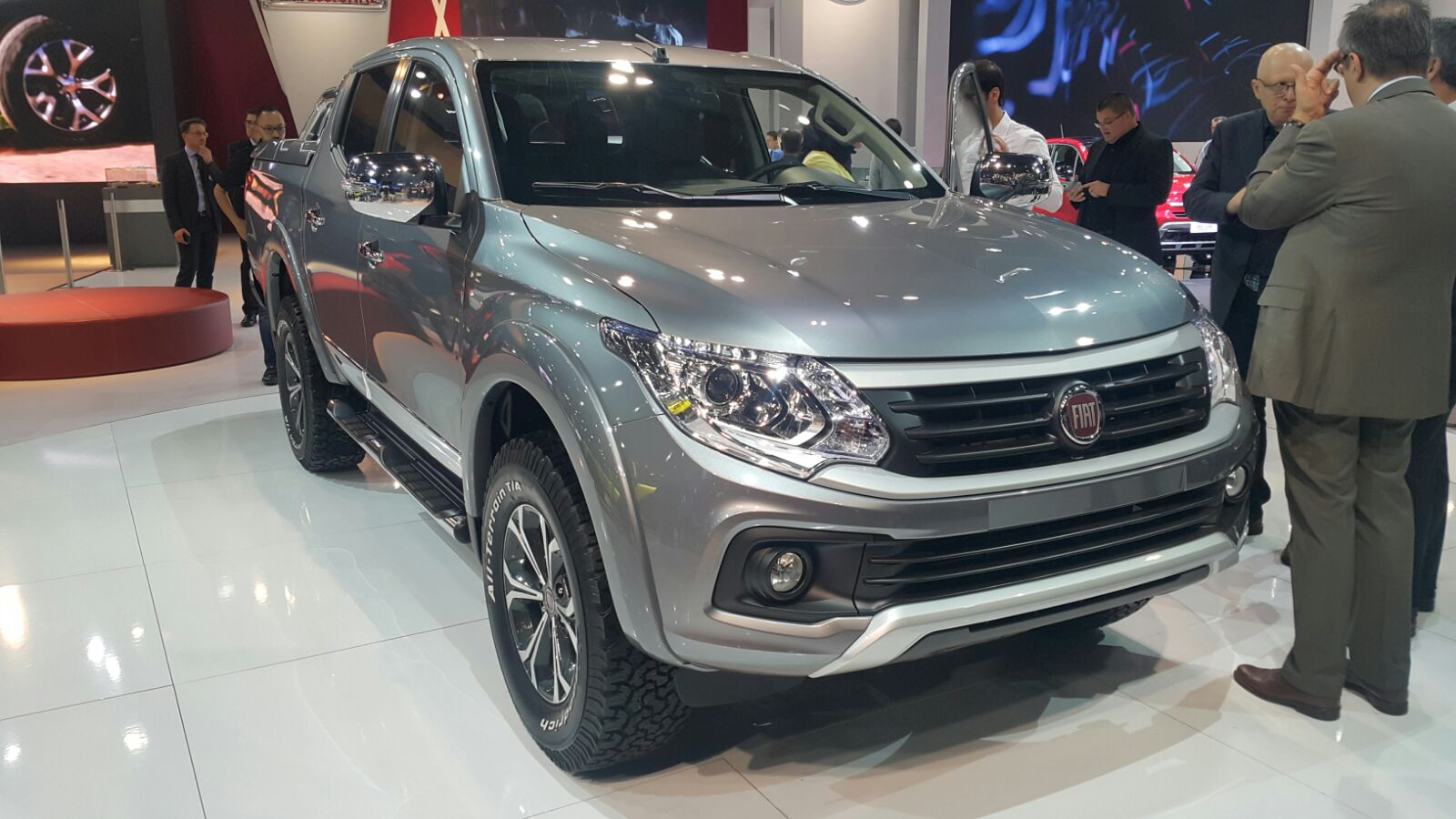 2016-Fiat-Fullback-Double-Cab-front-quarter-at-the-2015-Dubai-Motor-Show1