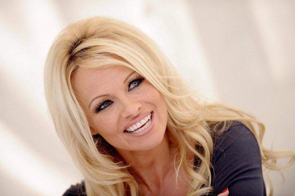 Pamela-Anderson098-600x399