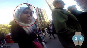 Mais uma mulher, mas essa não parecia muito contente com o que viu.